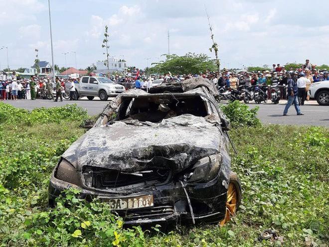 Vụ 3 thi thể trong xe Mercedes nằm dưới kênh: Người mẹ từng đăng tin tìm kiếm 2 con trai và con dâu đang mang bầu 7,5 tháng - Ảnh 1.