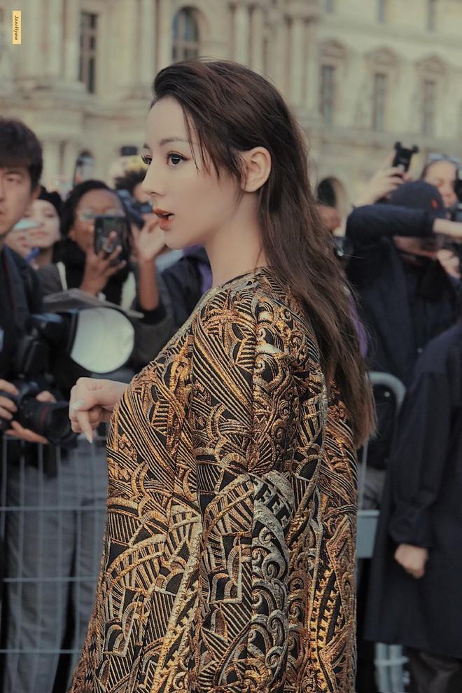 """Gừng càng già càng cay: Dương Thừa Lâm """"chặt đẹp"""" toàn bộ sao châu Á, chấp cả Địch Lệ Nhiệt Ba tại show Louis Vuitton - Ảnh 2."""