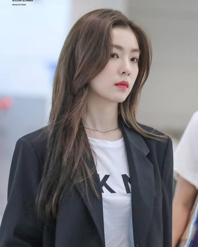 """Tội cho cô gái ấy: Irene bị stylist dí cho bộ váy """"tưởng hở nhưng lại kín"""" luộm thuộm đến nhức nhối, xứng đáng bị liệt vào hàng thảm hoạ - Ảnh 5."""