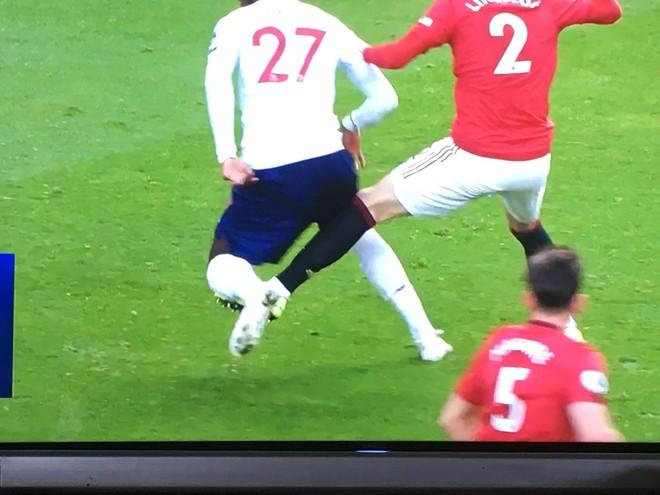 Tiền đạo của Liverpool thực hiện cú lừa cực hiểm, cuối cùng vẫn không thể qua mắt các chuyên gia super soi nước Anh - Ảnh 1.