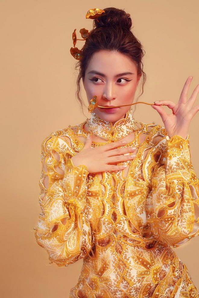 """Mặc toàn đồ hiệu """"tây"""" mà nhìn vẫn đậm chất Việt Nam, váy áo của Hoàng Thùy Linh cũng xuất sắc không kém gì âm nhạc đâu! - Ảnh 2."""