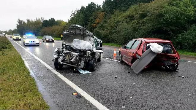 Hốt hoảng vì phát hiện nhện trong xe, chàng trai gây tai nạn giao thông trên đường cao tốc - Ảnh 2.