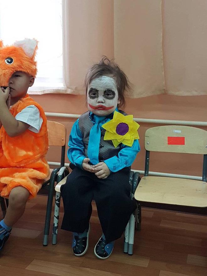 """""""Đặc sản"""" Halloween chính là những màn hóa trang Vô Diện, Joker, Valak,... phiên bản nhí cute hết nấc! - Ảnh 1."""