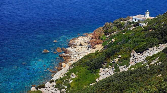 Chuyện về hòn đảo nhỏ bé từng là nơi ăn chơi trụy lạc của giới thượng lưu Ý, ghi dấu mối tình tay ba đầy twist cùng vụ án mạng động trời - Ảnh 1.