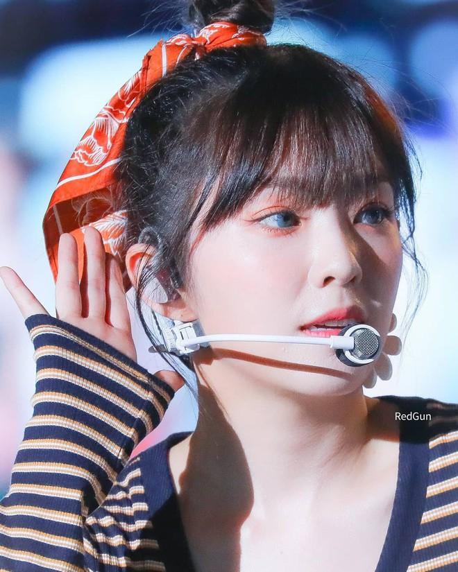 Cắt tóc mái chuẩn như Irene: để được 4 kiểu từ ngây thơ đến đẹp như nữ thần - Ảnh 1.