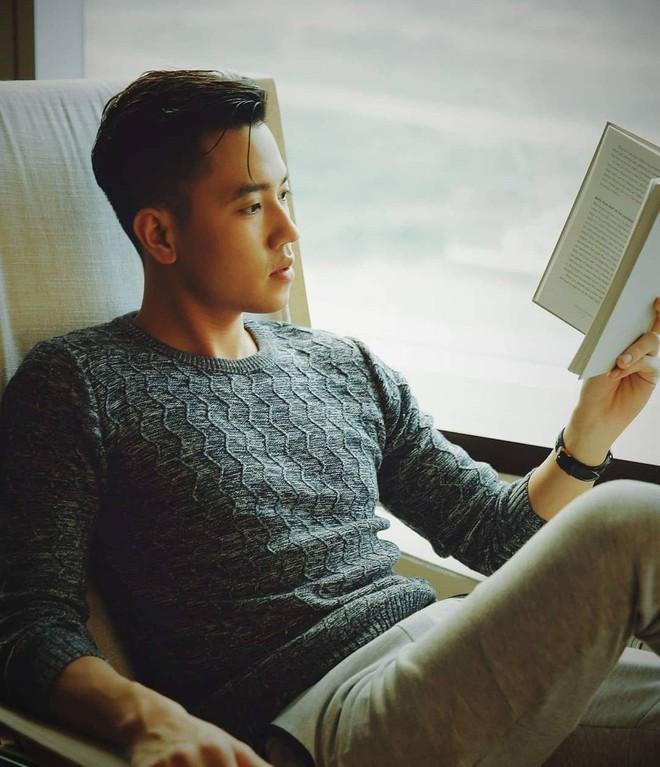 Rộ tin Hà Trúc và cơ trưởng trẻ nhất Việt Nam hẹn hò: Lộ ảnh check-in cùng nơi, còn gối đầu lên chân ai đó đầy lãng mạn? - Ảnh 1.