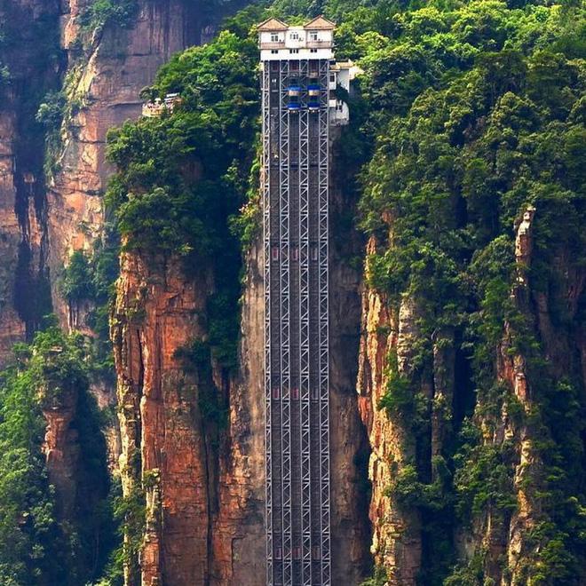 """Thang máy ngoài trời cao nhất thế giới tại Trung Quốc khiến hội yếu tim mới nhìn thôi đã thấy """"thở dốc"""" rồi! - Ảnh 2."""