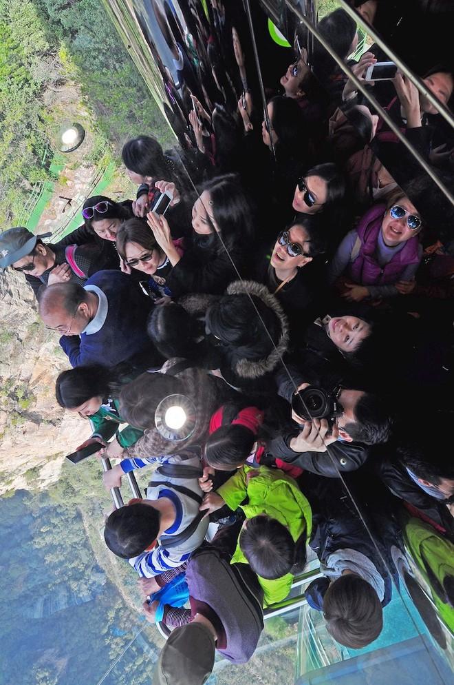 """Thang máy ngoài trời cao nhất thế giới tại Trung Quốc khiến hội yếu tim mới nhìn thôi đã thấy """"thở dốc"""" rồi! - Ảnh 6."""