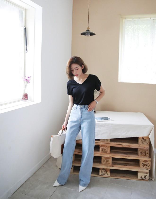"""Quần jeans dài quết đất đang """"hót hòn họt"""", bạn cứ diện cùng 5 kiểu giày sau là vừa cool vừa sang hết nấc - Ảnh 4."""