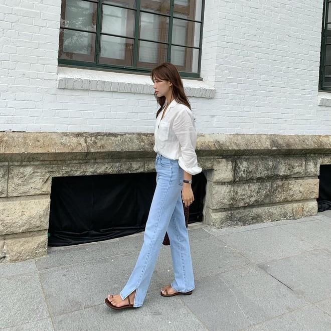 """Quần jeans dài quết đất đang """"hót hòn họt"""", bạn cứ diện cùng 5 kiểu giày sau là vừa cool vừa sang hết nấc - Ảnh 2."""