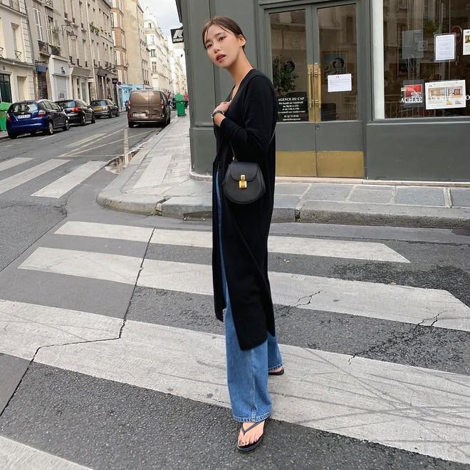 """Quần jeans dài quết đất đang """"hót hòn họt"""", bạn cứ diện cùng 5 kiểu giày sau là vừa cool vừa sang hết nấc - Ảnh 3."""