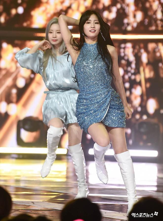"""Trổ tài cắt váy 13 triệu cho Momo, stylist của Twice lại nhận cái kết đắng khi bị chê """"xấu hơn bản gốc"""" - Ảnh 2."""