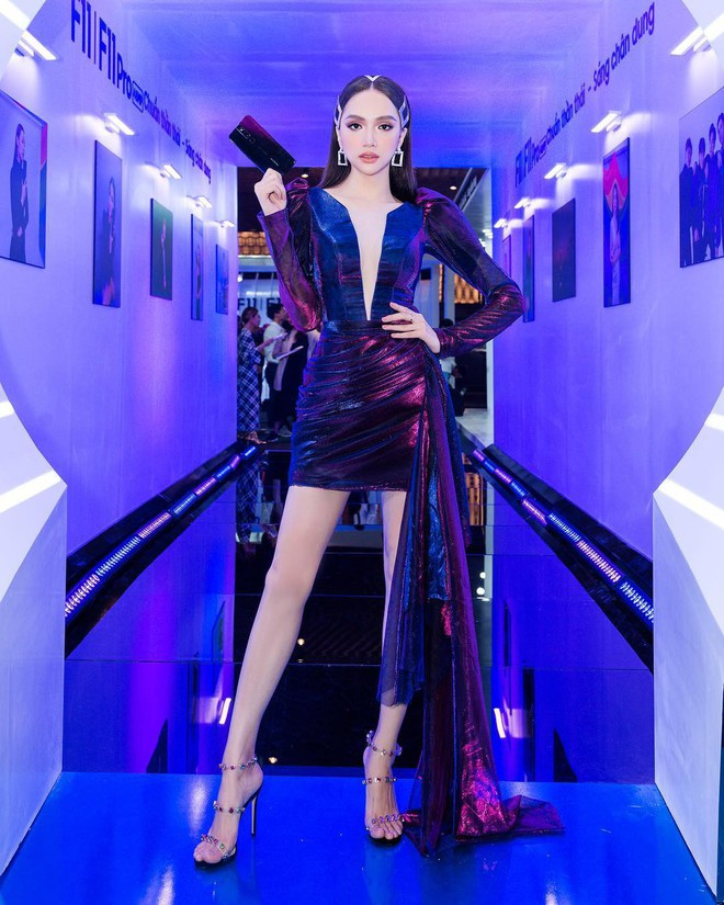 """Nhìn Hương Giang hóa """"búp bê không tình yêu"""", sao mà nhớ style quyến rũ sexy của cô trước đây đến thế! - Ảnh 4."""