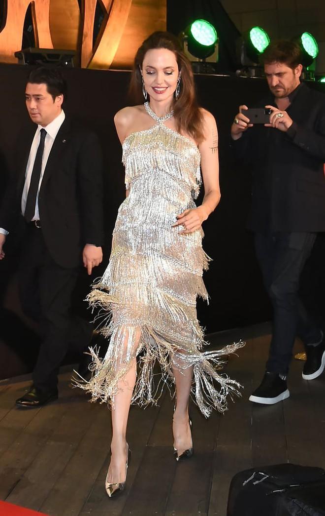 Phát sốt vì nhan sắc lột xác của Angelina Jolie gần đây: Cuối cùng nữ hoàng nhan sắc một thời đã trở lại! - Ảnh 6.