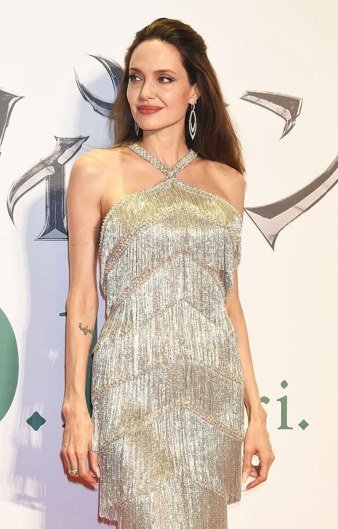 Phát sốt vì nhan sắc lột xác của Angelina Jolie gần đây: Cuối cùng nữ hoàng nhan sắc một thời đã trở lại! - Ảnh 9.
