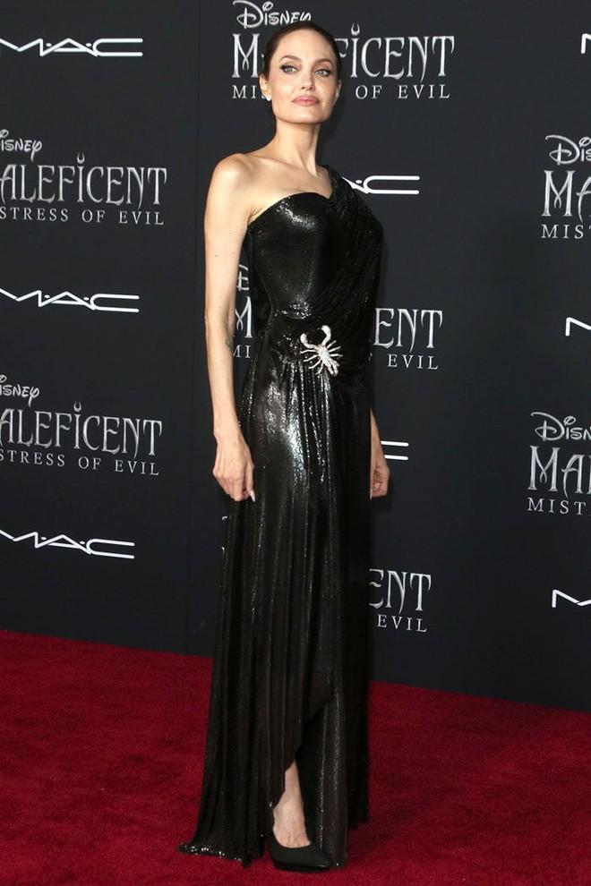 Phát sốt vì nhan sắc lột xác của Angelina Jolie gần đây: Cuối cùng nữ hoàng nhan sắc một thời đã trở lại! - Ảnh 10.