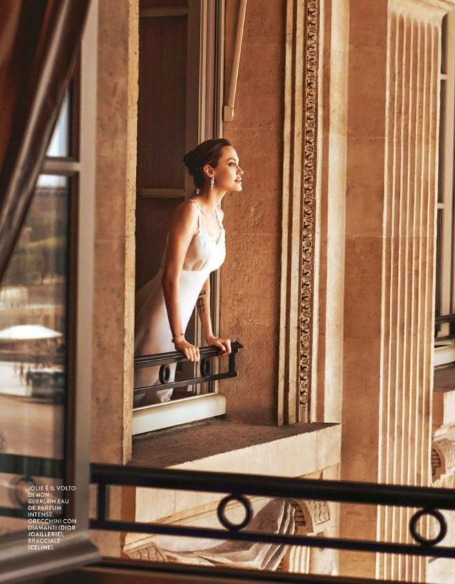 Phát sốt vì nhan sắc lột xác của Angelina Jolie gần đây: Cuối cùng nữ hoàng nhan sắc một thời đã trở lại! - Ảnh 4.