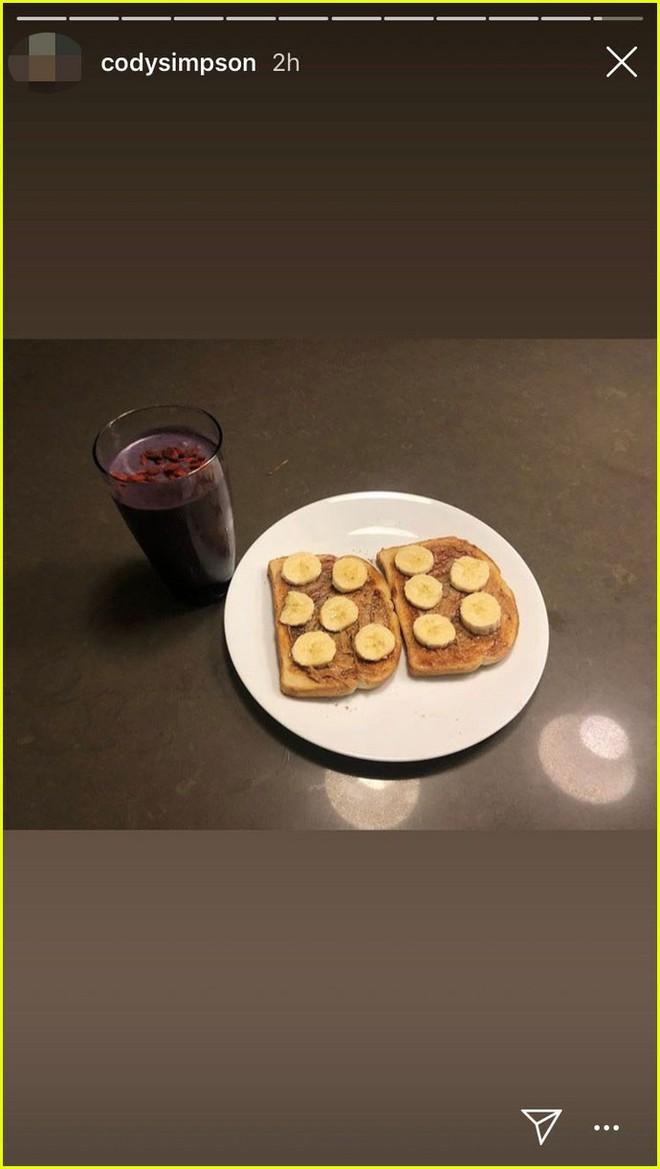 Sau Liam và bạn gái, Miley Cyrus nhanh chóng hẹn hò bạn trai kém 5 tuổi: Nàng làm bữa sáng, chàng viết thơ sexy tặng - Ảnh 3.