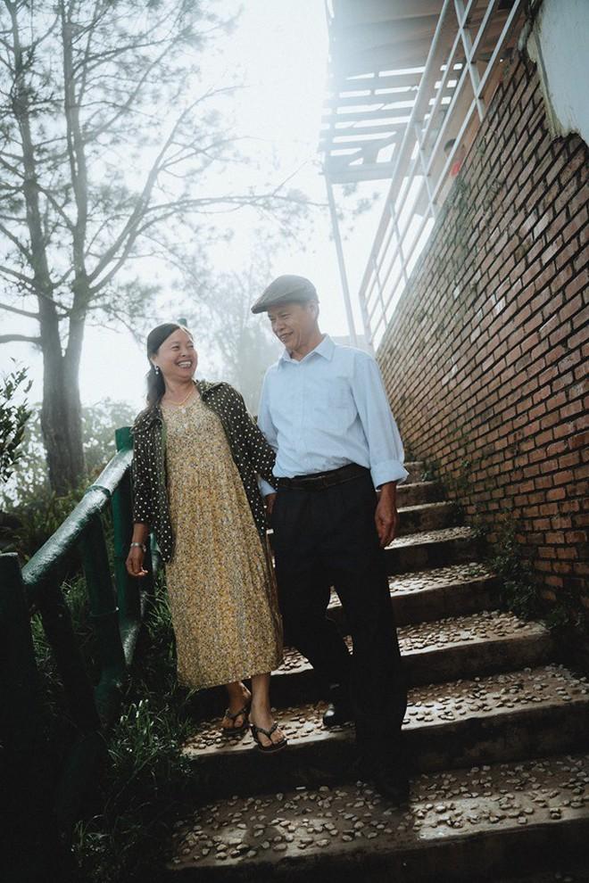 """Chàng trai Hà Nội đưa bố mẹ đi du lịch Đà Lạt, nhân tiện làm luôn bộ ảnh vừa tình vừa thơ với lí do: """"Hồi trước các cụ cưới nhau không có ảnh tử tế!"""" - Ảnh 9."""