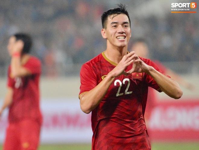 Chàng trai sáng nhất đêm nay của tuyển Việt Nam - Nguyễn Tiến Linh: Khiến đội bạn nhận thẻ đỏ, rồi ghi siêu phẩm đỉnh cao - Ảnh 8.