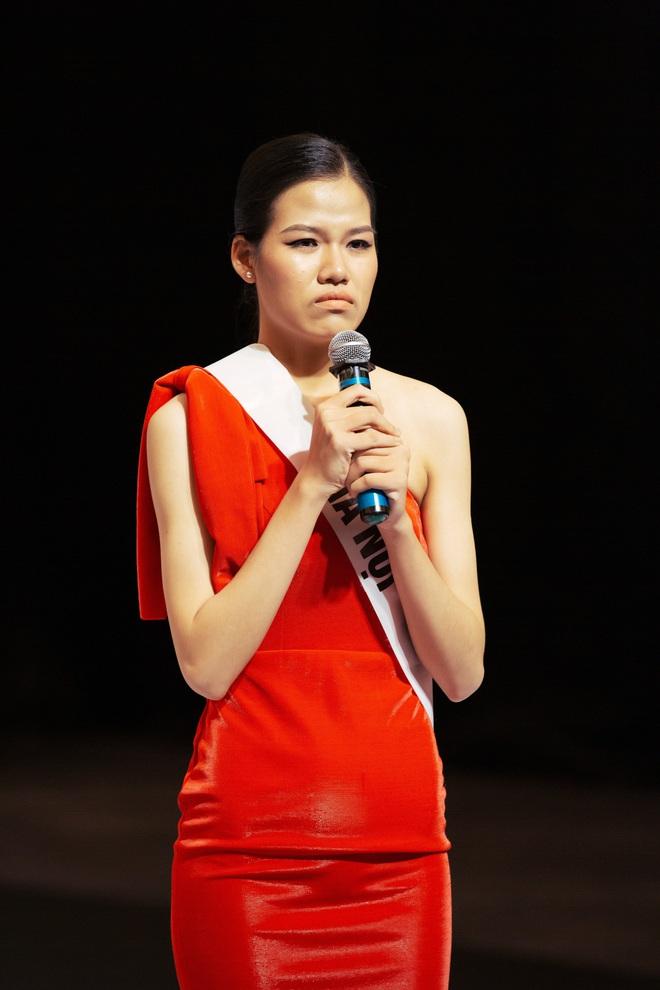 Không dám khóc vì sợ về nhà đi con, cô gái này vẫn bị loại tại Hoa hậu Hoàn vũ VN - Ảnh 5.