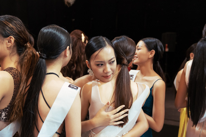Không dám khóc vì sợ về nhà đi con, cô gái này vẫn bị loại tại Hoa hậu Hoàn vũ VN - Ảnh 10.