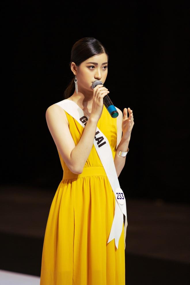Không dám khóc vì sợ về nhà đi con, cô gái này vẫn bị loại tại Hoa hậu Hoàn vũ VN - Ảnh 6.