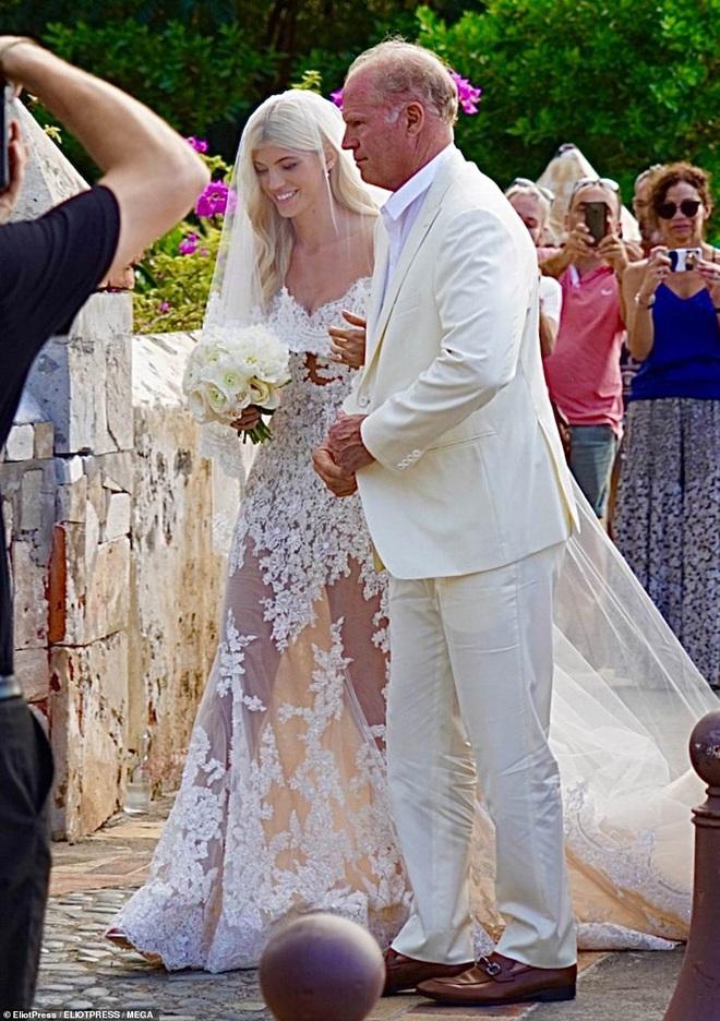 Đám cưới thiên thần Victoria's Secret hot nhất Hollywood hôm nay: Đẹp như phim, gia thế khủng của chú rể gây sốt - Ảnh 1.