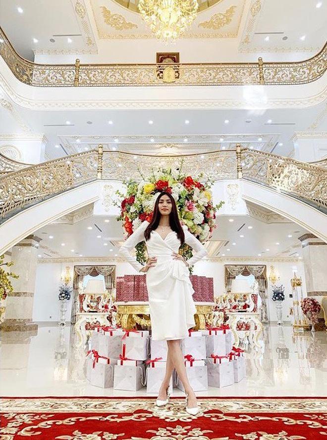 Bên trong biệt thự của dàn mỹ nhân Việt: Dát vàng, sang như khách sạn 5 sao, nhà Hà Tăng lên hẳn KBS Hàn Quốc - Ảnh 19.