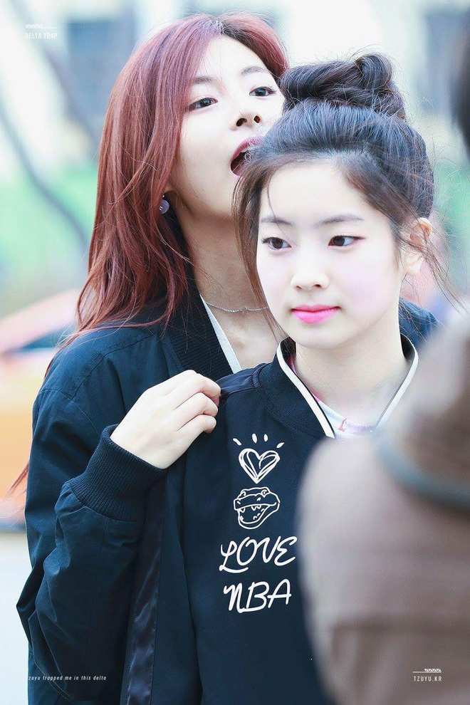 Thêm cặp womance hot hit của Kpop: Dahyun yêu nữ thần Tzuyu (TWICE), ngang nhiên tỏ tình từ lần gặp đầu tiên - Ảnh 4.