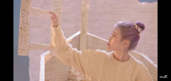Sốc: chuyện tình xuyên thời gian trong MV IU đã được viết kịch bản từ 7 năm trước, loạt tình tiết ẩn hé lộ sẽ còn phần kết vào ngày 31/12? - Ảnh 4.