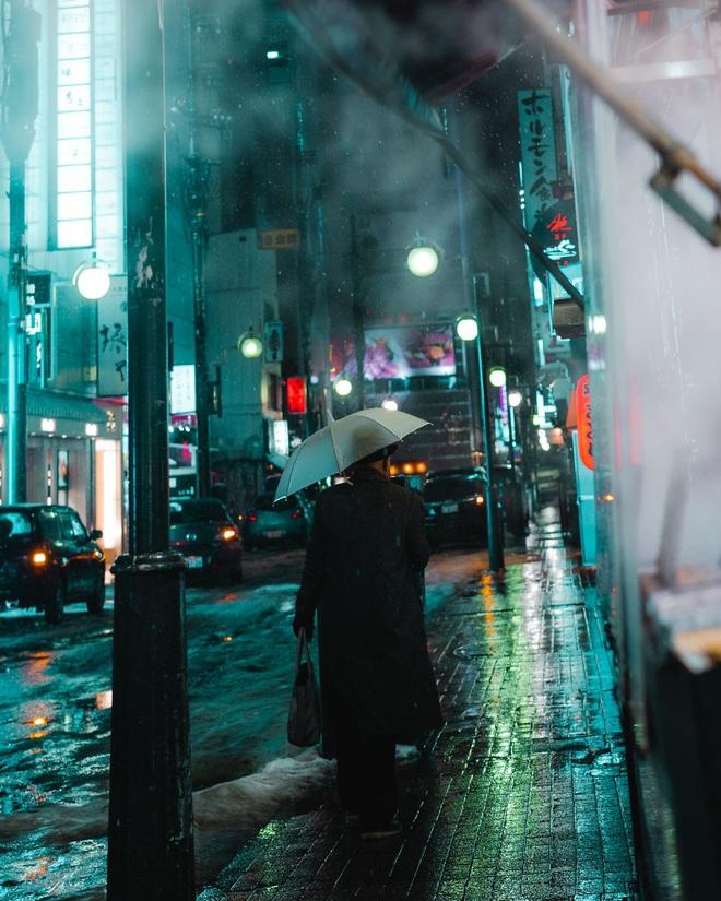 """Bộ ảnh phố Nhật về đêm đầy """"ảo diệu"""" đang gây sốt cộng đồng mạng, hóa ra mùa đông xứ hoa anh đào đẹp đến thế sao? - Ảnh 6."""