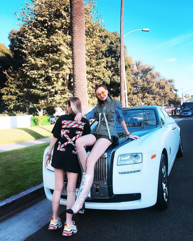 """Lại thêm một cô gái vừa nhập hội """"siêu rich kids"""" cuồng du lịch: Hình check-in toàn thấy đồ hiệu, siêu xe và cả… trực thăng riêng - Ảnh 6."""
