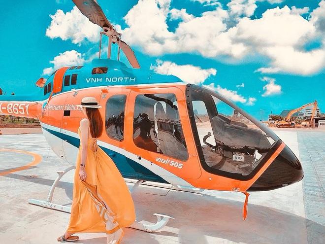 """Lại thêm một cô gái vừa nhập hội """"siêu rich kids"""" cuồng du lịch: Hình check-in toàn thấy đồ hiệu, siêu xe và cả… trực thăng riêng - Ảnh 10."""