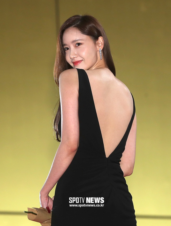 """Lại diện kiểu váy """"hack"""" vòng 3 nhưng lần này Yoona không còn khiến dân tình nóng mắt như trước đây nữa rồi! - Ảnh 2."""