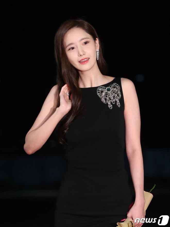 """Lại diện kiểu váy """"hack"""" vòng 3 nhưng lần này Yoona không còn khiến dân tình nóng mắt như trước đây nữa rồi! - Ảnh 1."""