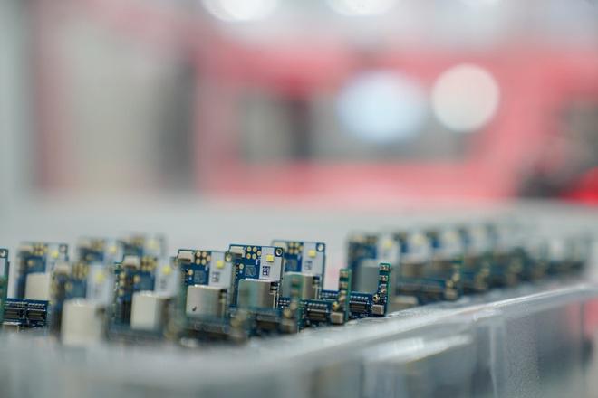 Cận cảnh nhà máy smartphone mới của Vingroup tại Hòa Lạc: Đủ màn tra tấn Vsmart, nuôi mộng Thung lũng Silicon Việt Nam - Ảnh 9.