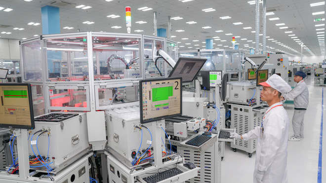 Cận cảnh nhà máy smartphone mới của Vingroup tại Hòa Lạc: Đủ màn tra tấn Vsmart, nuôi mộng Thung lũng Silicon Việt Nam - Ảnh 10.