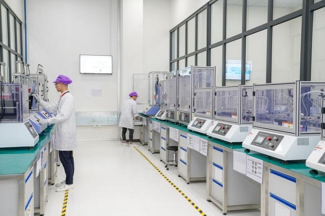 Cận cảnh nhà máy smartphone mới của Vingroup tại Hòa Lạc: Đủ màn tra tấn Vsmart, nuôi mộng Thung lũng Silicon Việt Nam - Ảnh 14.