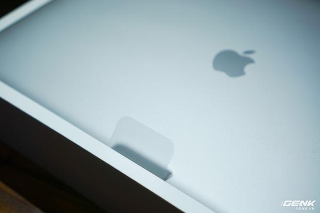 """Trên tay MacBook Pro 16 inch: Viền màn hình mỏng, bàn phím gõ """"phê"""" tay hơn nhiều - Ảnh 2."""
