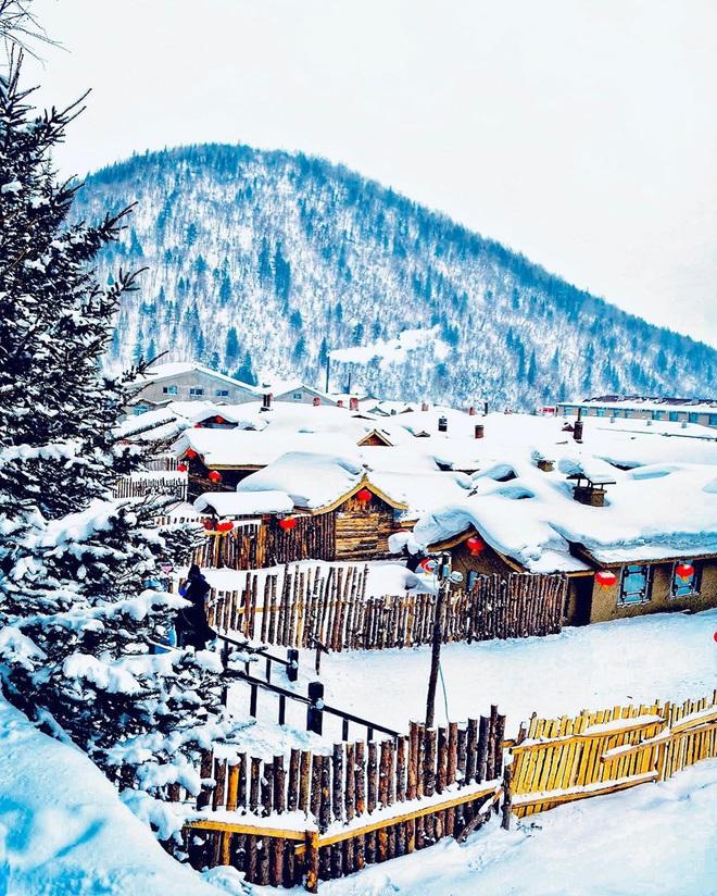 """Ngôi làng tuyết trắng đẹp không thua phim kiếm hiệp ở Trung Quốc, nhìn ảnh trên mạng và ngoài đời quả xứng tầm """"cực phẩm"""" - Ảnh 3."""
