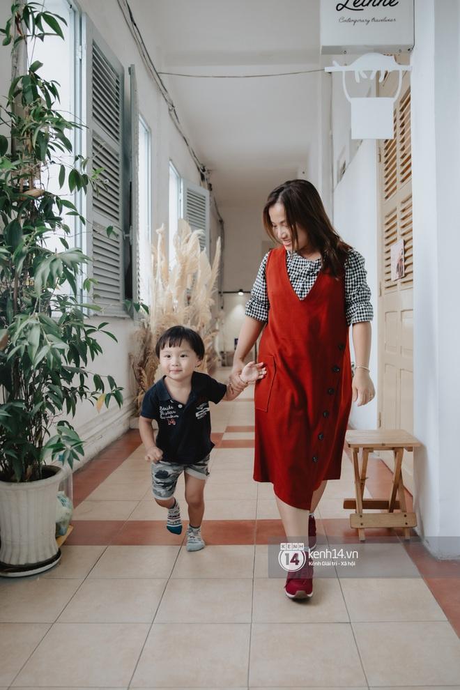 """Trò chuyện độc quyền với mẹ con Youtuber Quỳnh Trần - bé Sa: """"Thời gian đầu ông xã còn sợ mình làm khùng làm điên trên mạng không ai coi!"""" - Ảnh 17."""