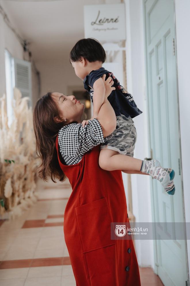 """Trò chuyện độc quyền với mẹ con Youtuber Quỳnh Trần - bé Sa: """"Thời gian đầu ông xã còn sợ mình làm khùng làm điên trên mạng không ai coi!"""" - Ảnh 5."""
