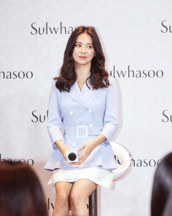 """Lần đầu tiên kể từ khi ly hôn, Song Hye Kyo có photoshoot thời trang chất đến thế mà chẳng cần cố """"gồng"""" - Ảnh 1."""