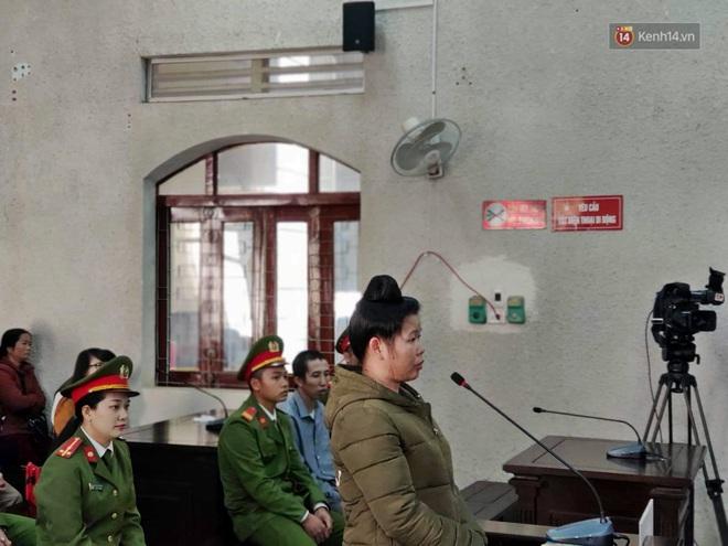 Kết thúc phiên xử buổi sáng vụ mẹ nữ sinh giao gà cùng đồng phạm: Vì Thị Thu phản cung, bà Hiền nói mình bị oan - Ảnh 25.