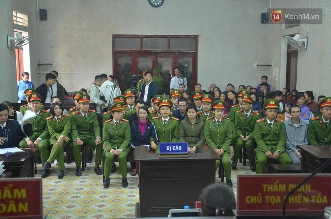 Kết thúc phiên xử buổi sáng vụ mẹ nữ sinh giao gà cùng đồng phạm: Vì Thị Thu phản cung, bà Hiền nói mình bị oan - Ảnh 11.