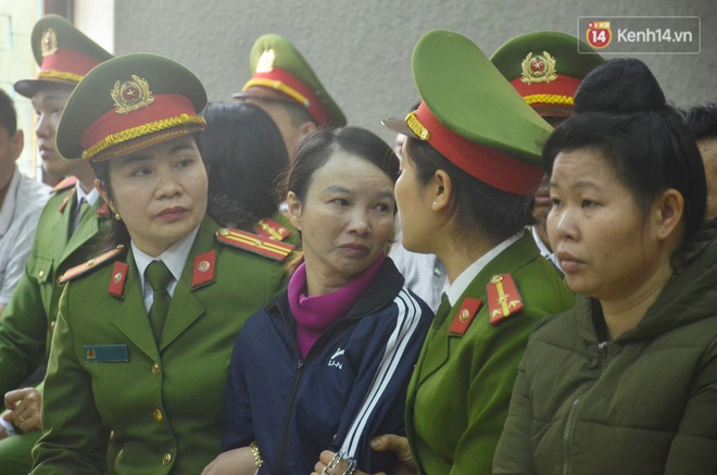 Kết thúc phiên xử buổi sáng vụ mẹ nữ sinh giao gà cùng đồng phạm: Vì Thị Thu phản cung, bà Hiền nói mình bị oan - Ảnh 20.
