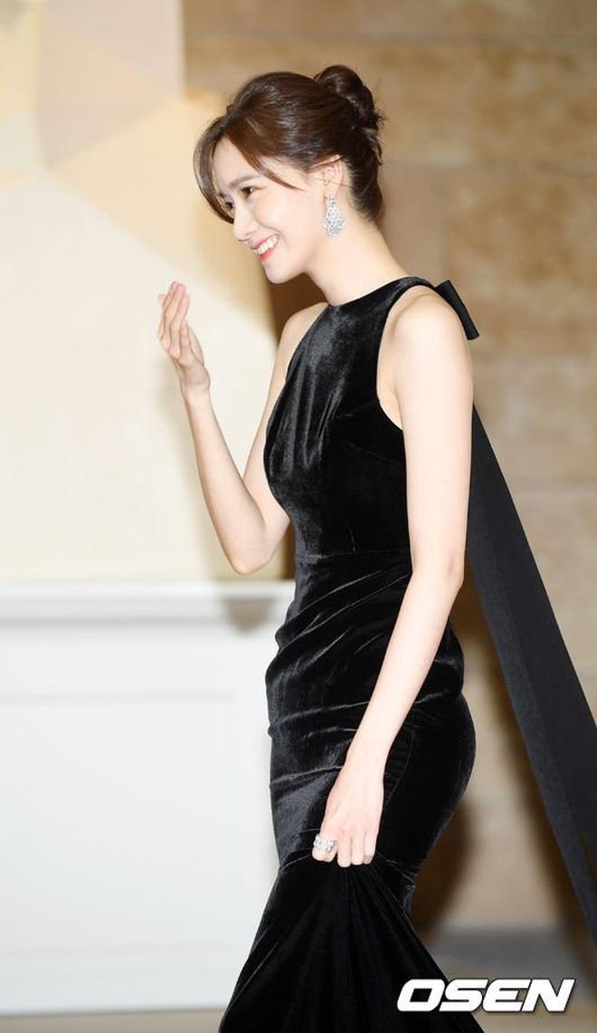 """Style của Yoona qua 4 kỳ AAA: Chỉ có 1 lần """"sến"""", còn lại đều đẹp hớp hồn; riêng bộ năm nay đậm chất tiên tử ai cũng xiêu lòng - Ảnh 6."""