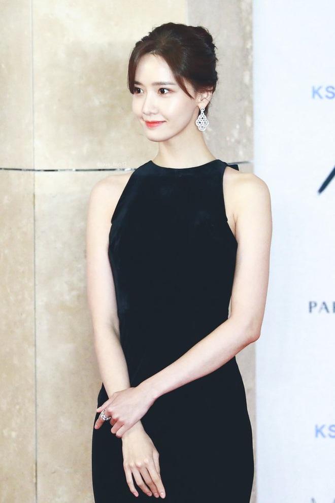 """Style của Yoona qua 4 kỳ AAA: Chỉ có 1 lần """"sến"""", còn lại đều đẹp hớp hồn; riêng bộ năm nay đậm chất tiên tử ai cũng xiêu lòng - Ảnh 5."""