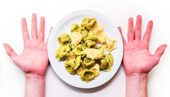 Nắm rõ quy tắc bàn tay để ước lượng khẩu phần ăn sẽ giúp bạn kiểm soát chuyện ăn uống tốt hơn - Ảnh 1.